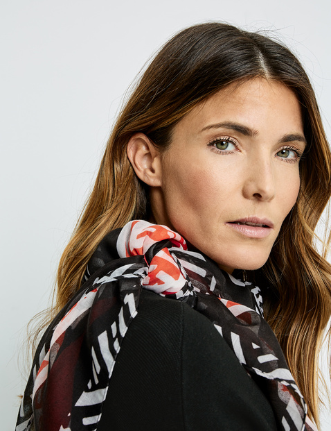 Scarf with a graphic pattern