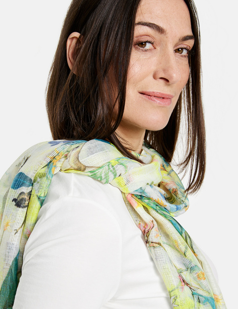 Scarf with a floral pattern