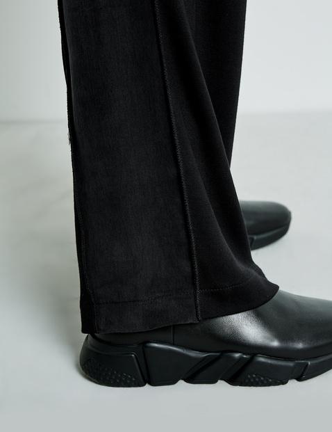 Spodnie z materiałową naszywką