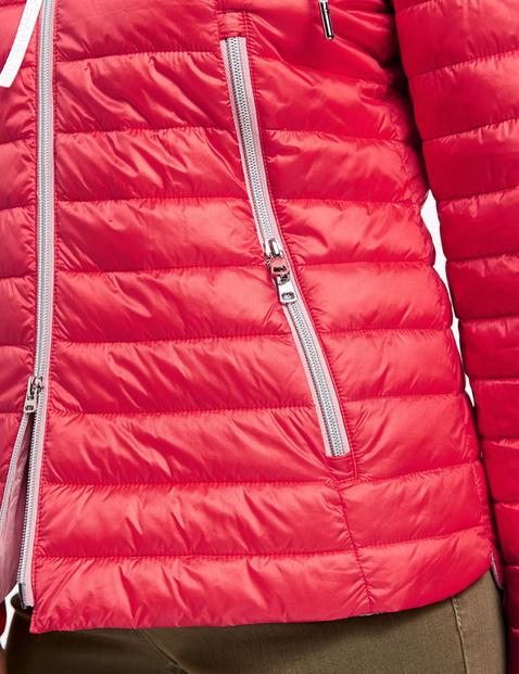 Pikowana kurtka z kontrastową podszewką