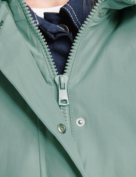 Krótki płaszcz z powłoką