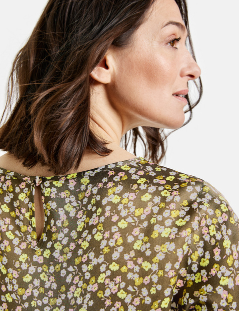 Blouse with 3/4-length sleeves and a millefleurs pattern