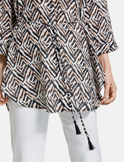 Long blouse with a graphic pattern