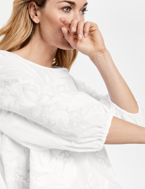 Blouse with floral embroidery