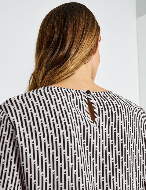 Blouse top with a contrasting print