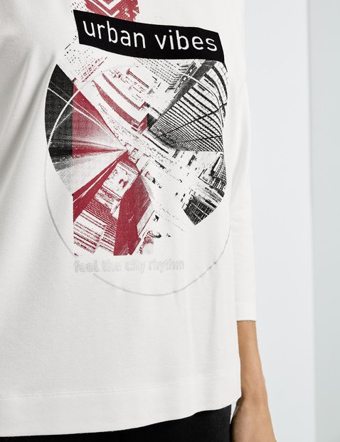 Top with 3/4-length sleeves and a front print