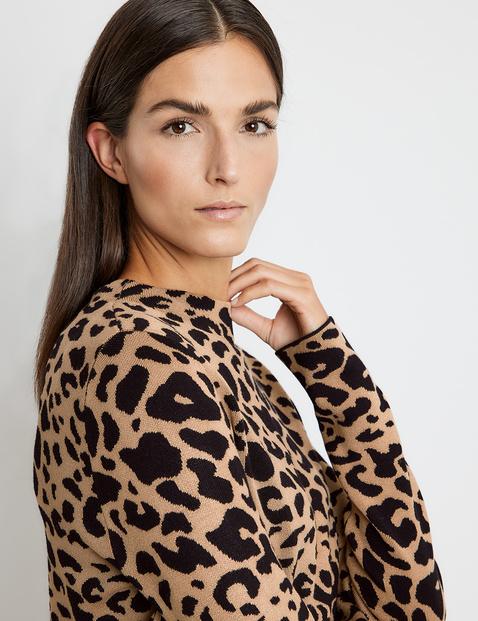 Jumper with a leopard print pattern