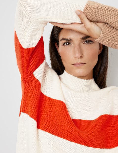 Jumper in wool and cashmere with block stripes