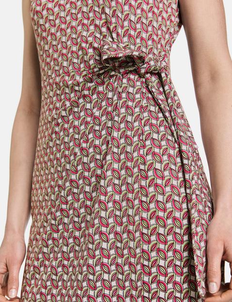 Sukienka w kopertowym stylu