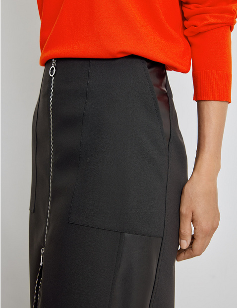 Skirt with a decorative zip