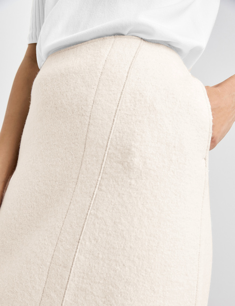 Skirt with wool