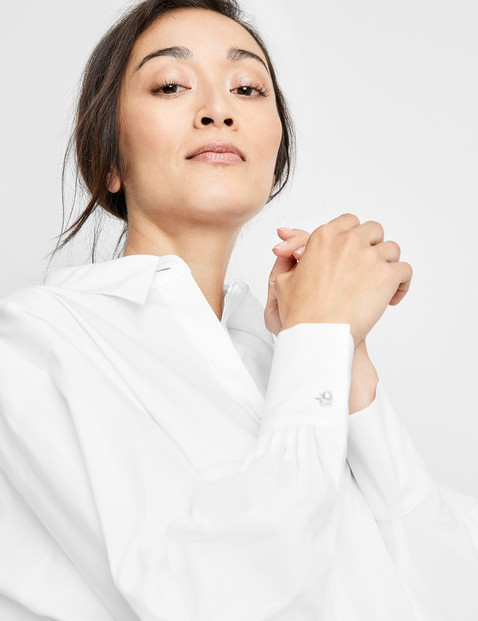 Long sleeve blouse with a shirt collar