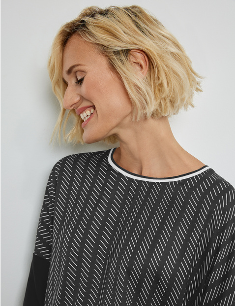 3/4-length sleeve top with a crochet pattern
