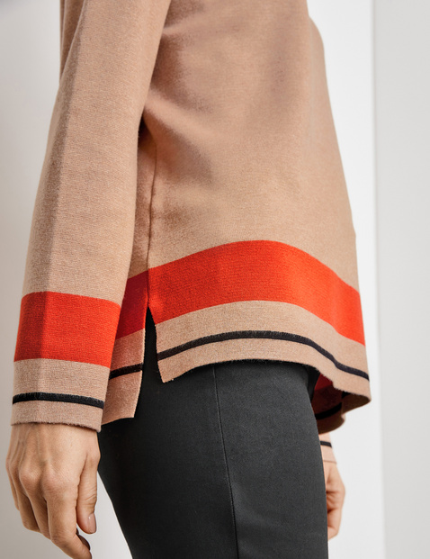 Jumper with a striped edge