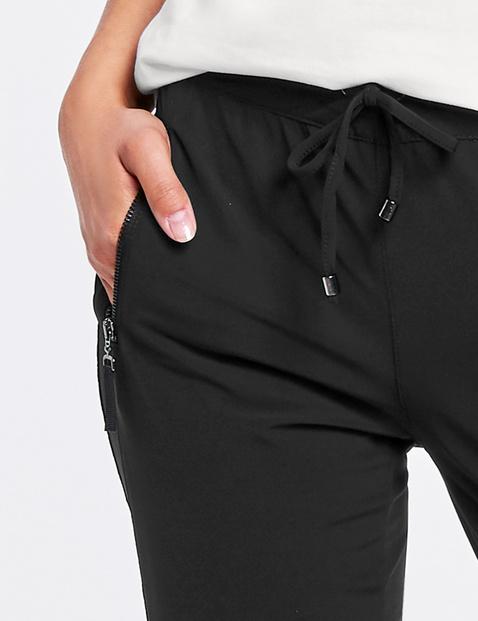 Wąskie spodnie joggingowym stylu