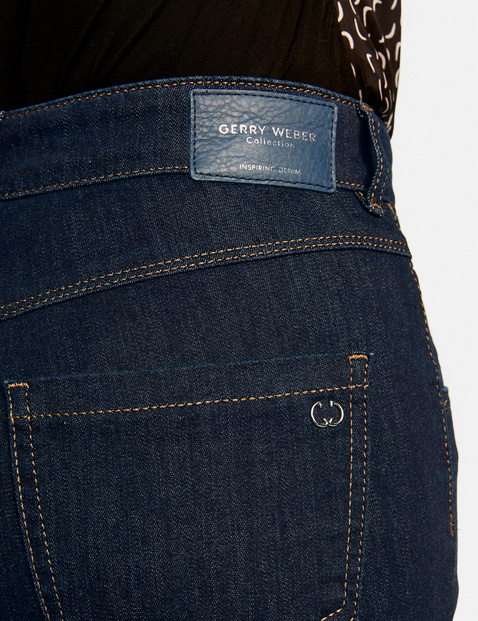 Jeans with contrasting stitching