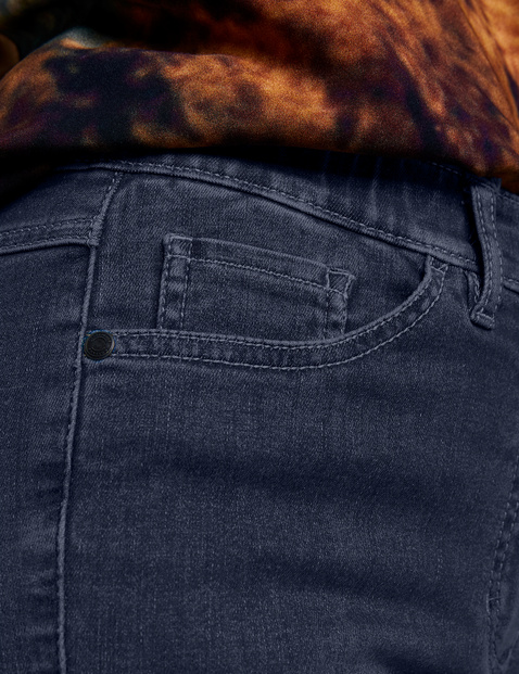 Innovative one size fits all jeans