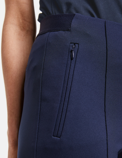 7/8-length trousers with vertical pintucks