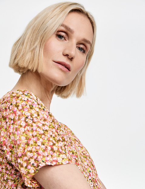 Blouse top with a mille-fleurs pattern