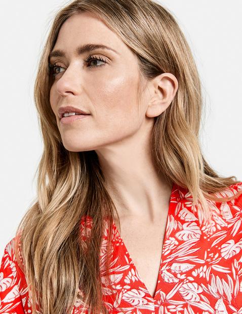 Hip-skimming blouse