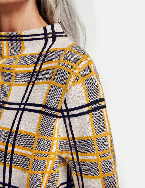Sweter w kratkę