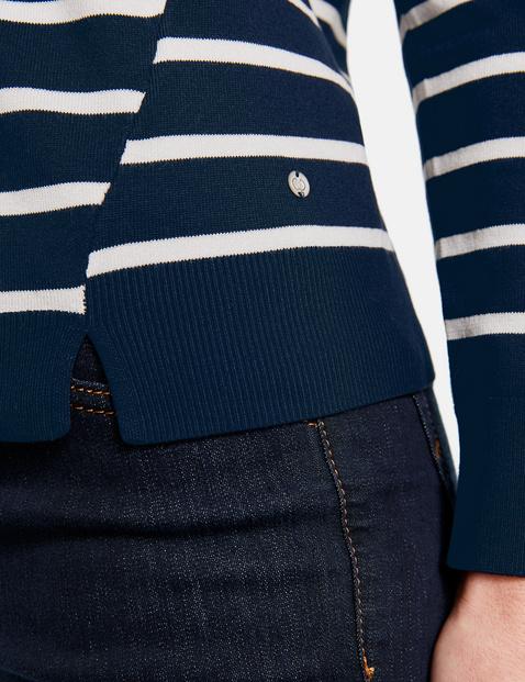 Jumper with a stripe pattern