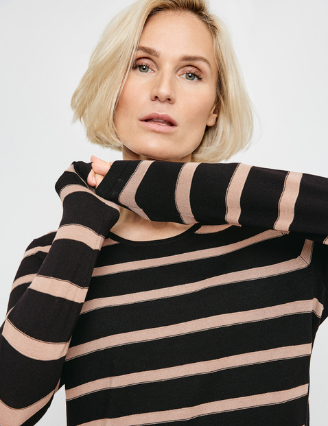 Jumper with sporty stripes