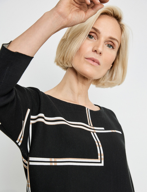 3/4-sleeve jumper with a graphic pattern