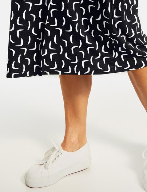 Kleid mit kontrastfarbigem Muster